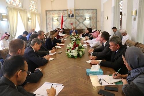 وزير الخارجية  يجتمع بسفراء مجموعة الـ 18 الراعية للعملية السياسية في اليمن