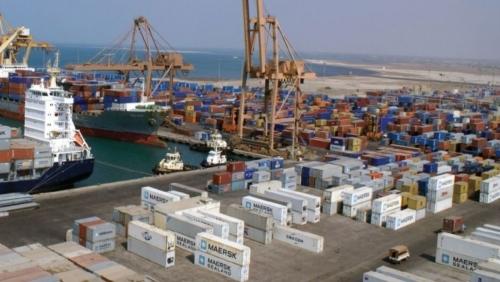 التحالف: الحوثيون يعرقلون حركة الملاحة بميناء الحديدة