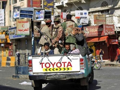 بسبب هزائمها المتتالية.. فجوة الخلافات تتوسع بين سياسيي وعسكريي الميليشيا الحوثية