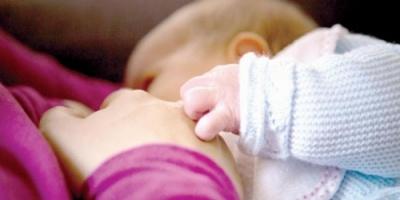 تقرير أممي: الرضاعة الطبيعية فور الولادة تقي من الموت