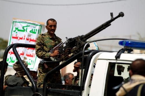 المتمردون الحوثيون يعلنون وقفا للعمليات العسكرية البحرية مدة أسبوعين