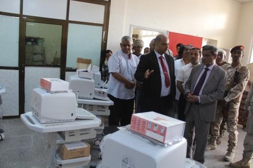 المحافظ البحسني يدشن مشروع توزيع التجهيزات الطبية المقدمة من اليونسيف للمراكز الصحية بساحل حضرموت