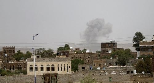 الحوثيون يستهدفون الأحياء السكنية بقذيفة هاوزر في تعز
