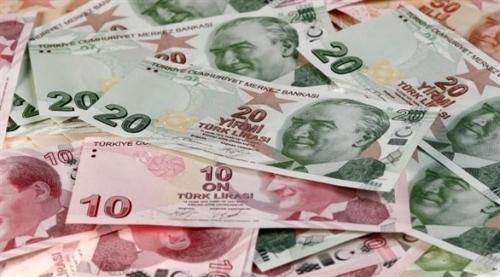 العملة التركية تهوي لمستوى قياسي جديد مقابل الدولار