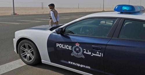الشرطة العمانية تعلن عن وفاة 5 يمنيين في حادث تدهور سيارتهم بالظاهرة