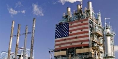 النفط يهبط مع تزايد الإمدادات والتوترات التجارية