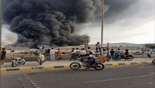 قصف حوثي يستهدف مستشفى الثورة وسوق
