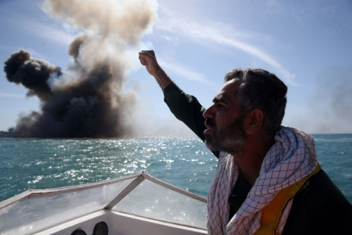 العرب اللندنية : تحالف دولي لمنع إيران من استهداف أمن المضائق