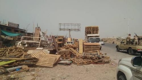 أشغال  حضرموت ينفذ حملة لإغلاق الورش الواقعة بالخطوط الرئيسية  بالمكلا ( صور)