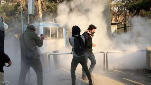 """تظاهرات إيران.. محتجون يهاجمون """"حوزة"""" قرب طهران"""