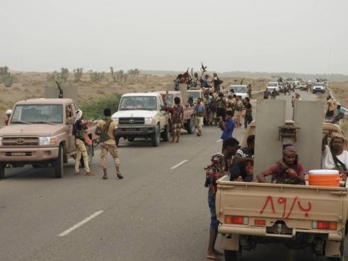 الحوثيون يتحصنون بالمواطنين لمنع الجيش من التقدم بالدريهمي