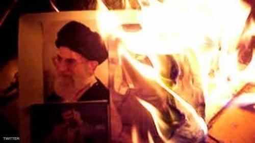 """النظام الإيراني يضحّي بـ""""كبش فداء"""" لمواجهة """"مرك بر خامنئي"""""""