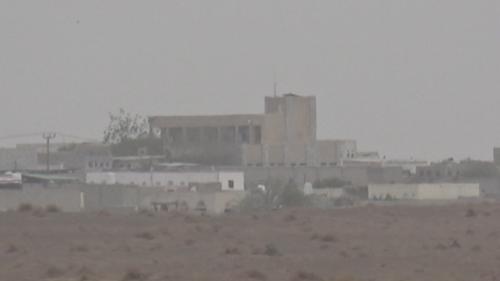 الحوثيون يحولون منازل المواطنين في الدريهمي الى متارس عسكرية والسكان يستغيثون