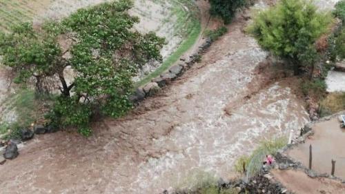 سيول الأمطار تجرف 4 مواطنين في الضالع