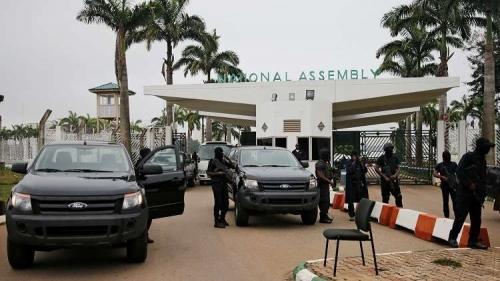 نيجيريا.. قوات الأمن تمنع النواب من دخول البرلمان