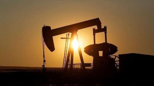 النفط يصعد مع إعادة فرض العقوبات الأمريكية على إيران