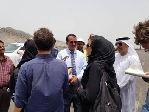 وفد إماراتي وإعلامي عالمي يزور محطة عدن للحاويات