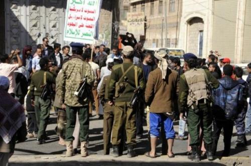 تفاصيل اقتحام المليشيات الحوثية محلات الصرافة بصنعاء