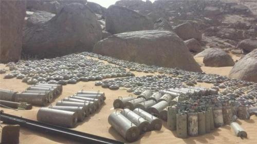 القوات المشتركة تجرف أراضي الدريهمي من ألغام الحوثي تمهيدا للسيطرة عليها