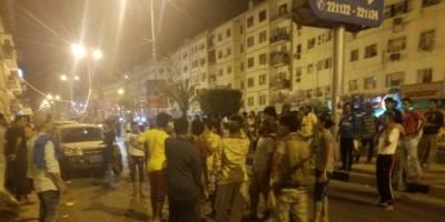 صور..  عدن : مجهولون يستهدفون بقنبلة صوتية مقهى بمدينة المعلا دون أضرار
