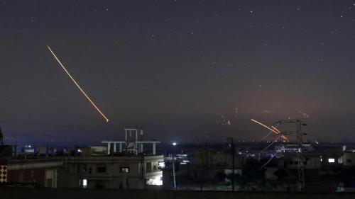 """الدفاعات السورية تتصدى """"لهدف معاد"""" اخترق الأجواء غربي دمشق"""