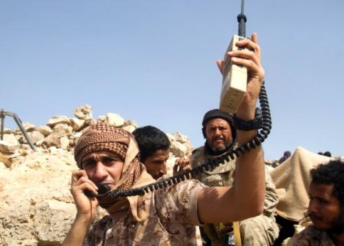 قتلى وجرحى من الحوثيين بقصف مدفعي لقوات الشرعية على عدد من مواقعها في تعز