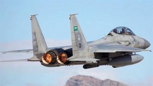 طيران التحالف يشن غارات عنيفة على مواقع ميليشيا الحوثي في مديرية سحار بصعدة