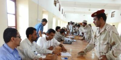 الكشف عن موعد صرف رواتب منتسبي القوات الشرعية