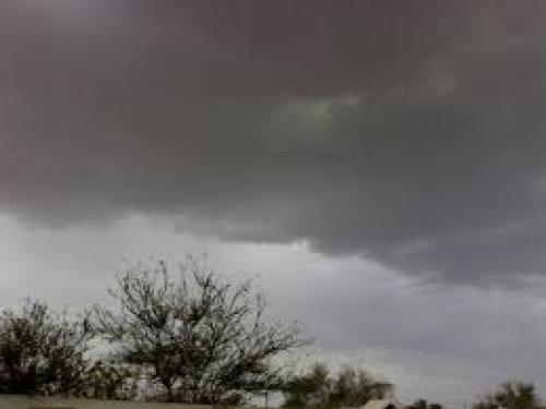 أمطار رعدية على عدة مناطق بالضالع