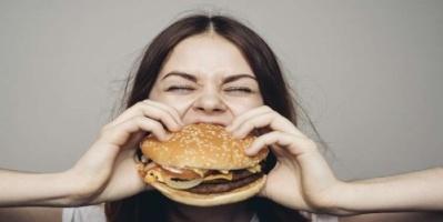 صدفة تقود لاكتشاف قد يمنع السمنة رغم تناول الدهون!