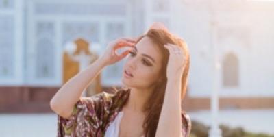 فيديو.. عارضة ازياء يمنية تثير الجدل بعد ظهورها بملابس جريئة