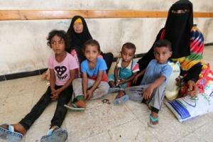 خوفا من الكوليرا..مليشيا الحوثي ترفض استقبال نازحي الحديدة