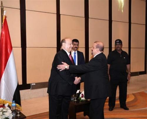 هادي يضمد جراح حزب المؤتمر في القاهرة