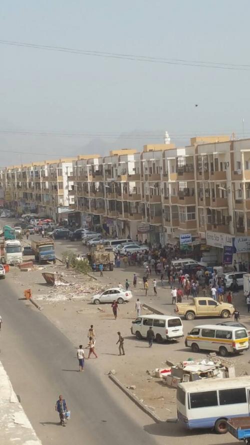 إصابة محافظ تعز جراء انفجار عبوة ناسفة استهدفت موكبه في عدن ومقتل عدد من مرافقيه