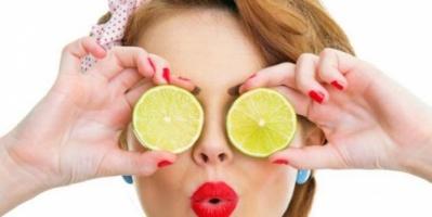 """4 طرق للتخلص من مشاكل البشرة والجسم بـ """"الليمون"""""""