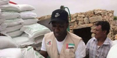مساعدات الإمارات تصل لمرتفعات وهضاب مومي الخضيرى في سقطرى