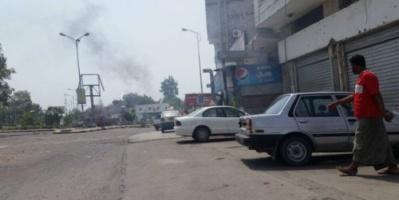 جنود معسكر بدر يشعلون النار ويغلقون الطرقات في خور مكسر