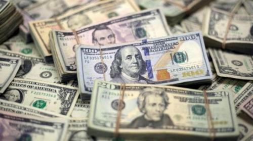 الدولار يرتفع إلى أعلى مستوى في عام بعد أزمة تركيا