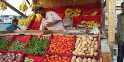 رغم هبوط الريال.. استقرار في أسعار الخضروات والفواكه بأسواق عدن