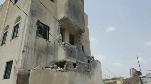 قذائف حوثية تصيب مستشفى الثورة بتعز ومدرسة بالمسبح