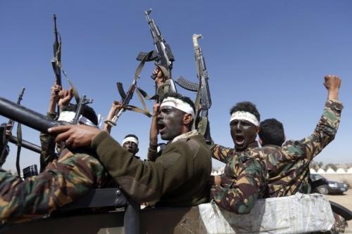 السفير الأمريكي السابق :عارض علي محسن مقترح نظام الدفع الآلي لمرتبات الجنود عام 2012