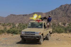 اشتباكات عنيفة في محيط معسكر الدفاع الجوي بتعز