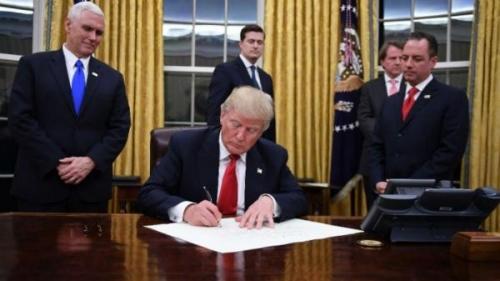 ترامب يوقع مشروع قانون باعتبار الإخوان تهديداً لأمريكا