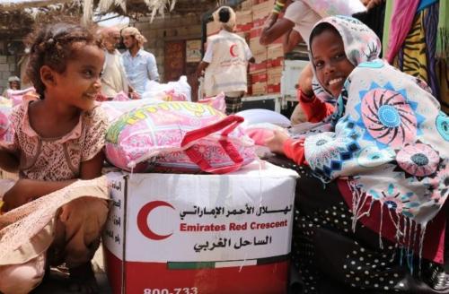 """للمرة الثالثة..  """"الهلال الأحمر الإماراتي """"  ينقذ أهالي  """"المنظر""""  من الجوع"""