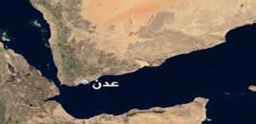 موظفو عدن يطالبون بالتحقيق مع مسؤول المالية بسبب وقائع فساد