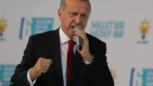 أردوغان يحتمي من أزمة الليرة بالأذان والعَلم