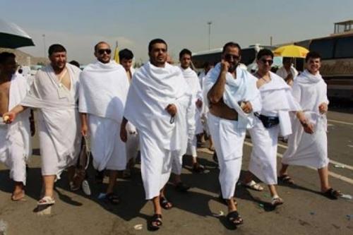 حجاج اليمن في طريقهم لمزدلفه