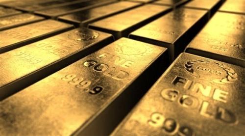 الذهب ينزل من أعلى مستوى في أسبوع