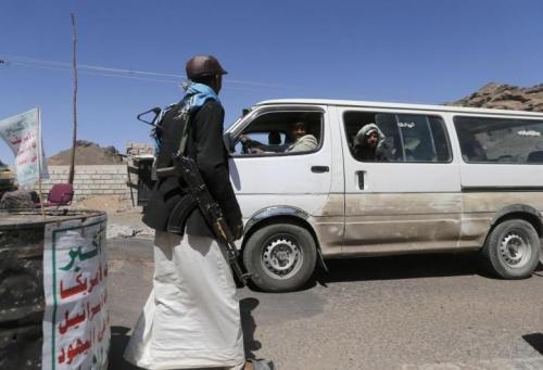 نقطة حوثية قي رداع تحتجز عشرات الأسر وترفض مرورها إلى مأرب لقضاء إجازة العيد