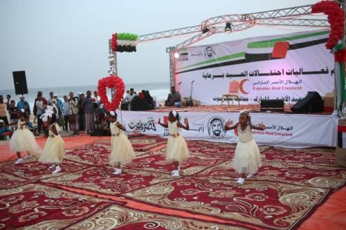 """الهلال الأحمر الإماراتي يدشن فعاليات مهرجان """"فرحتكم_عيدنا"""" في حضرموت (صور)"""